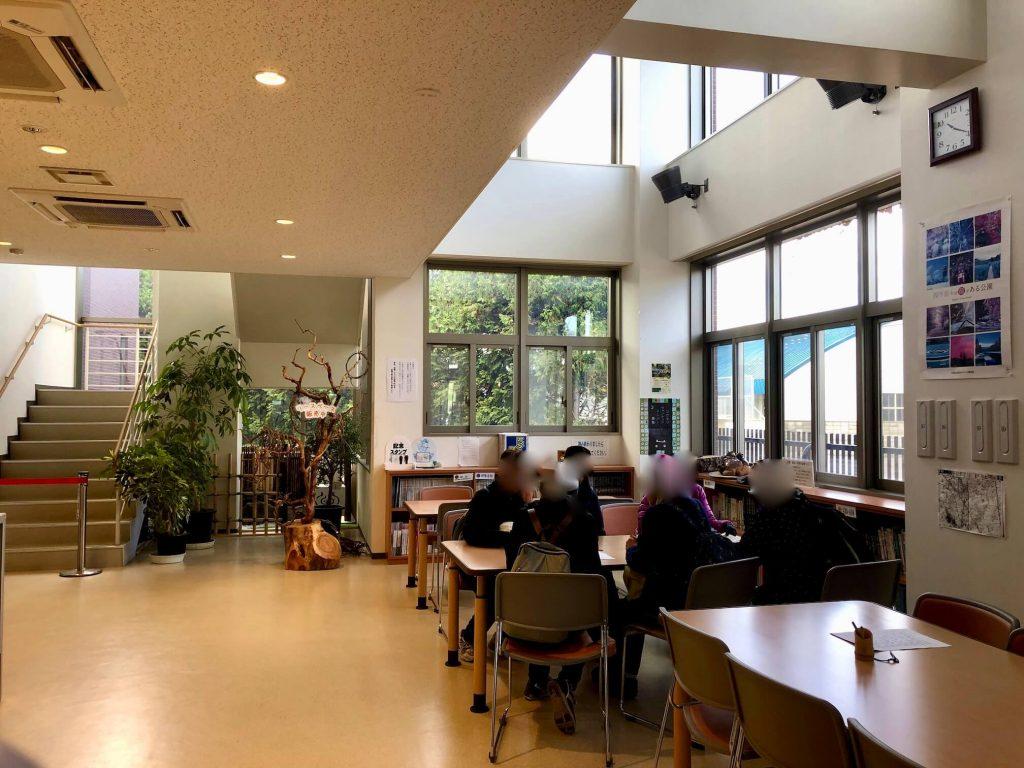 平岡樹芸センター図書コーナー
