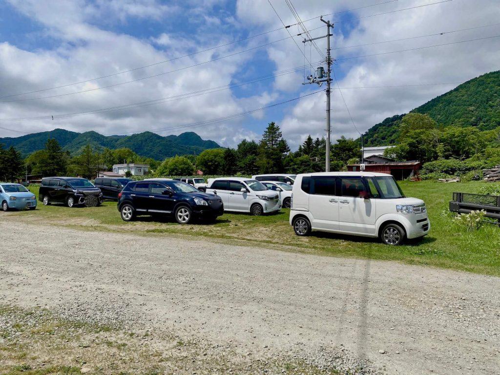 八剣山果樹園駐車場