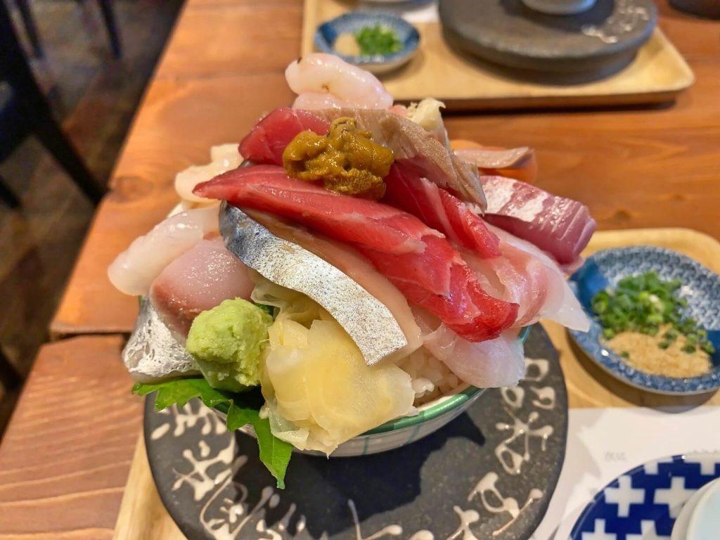 シハチ鮮魚店 海鮮丼