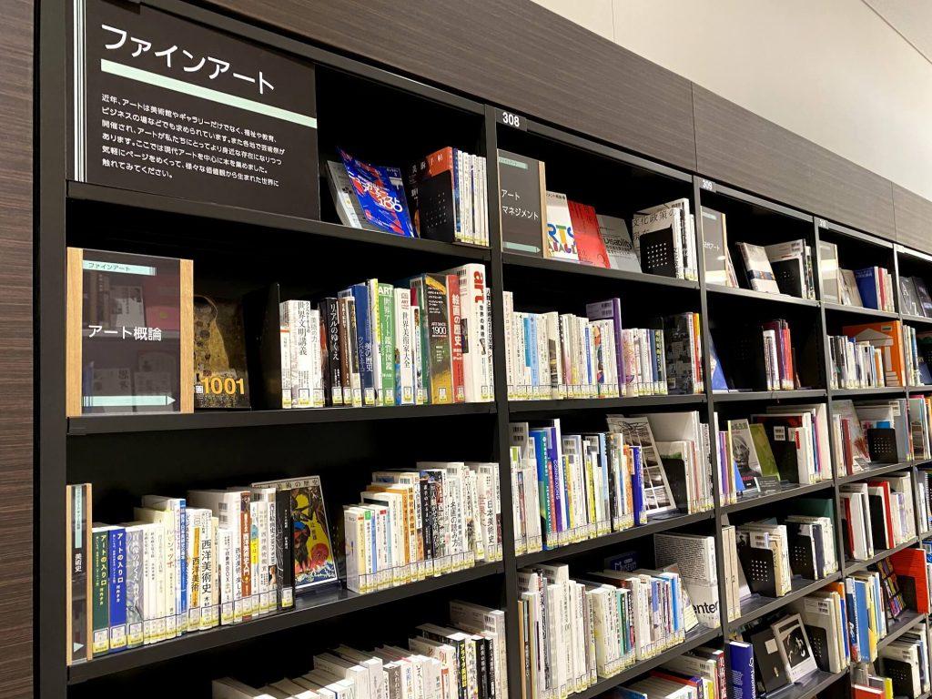 札幌図書情報館 本棚
