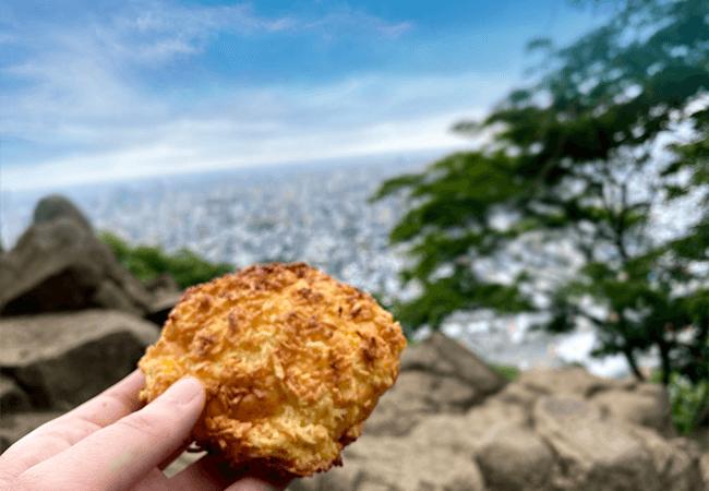 円山頂上でパン