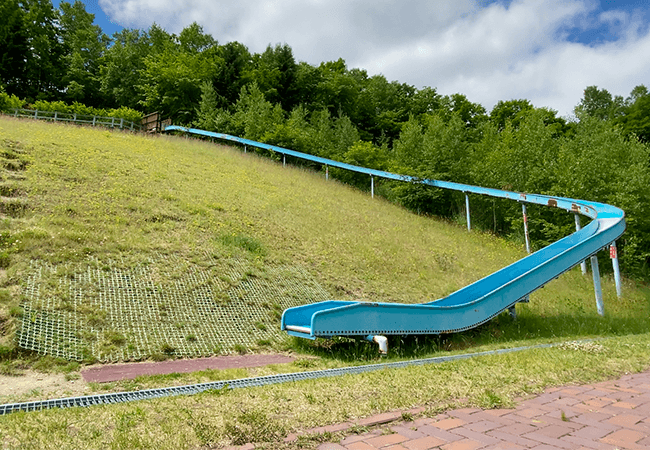 真駒内虹の緑地すべり台