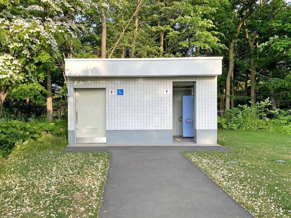百合が原公園トイレ