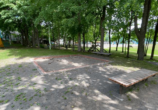 石山東公園砂場