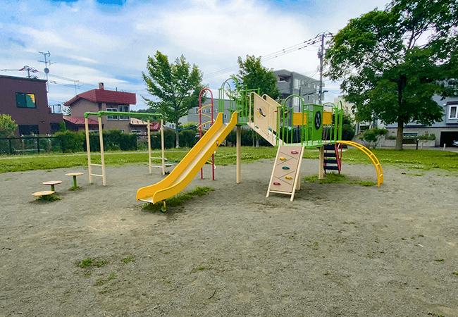 澄川北緑地遊具