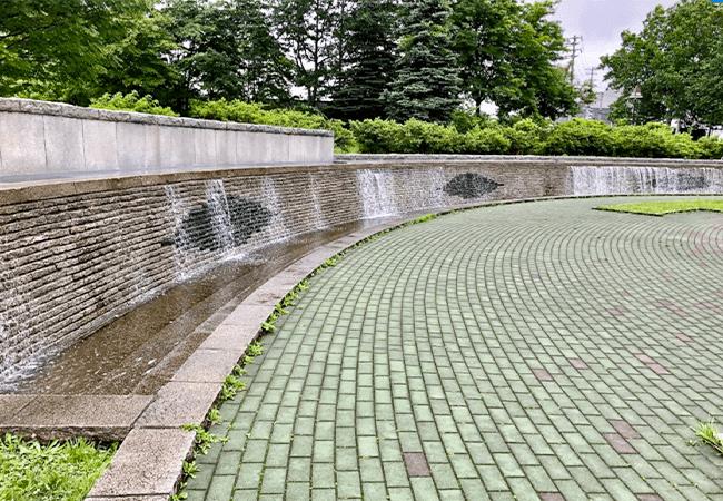 つつじヶ丘公園壁泉