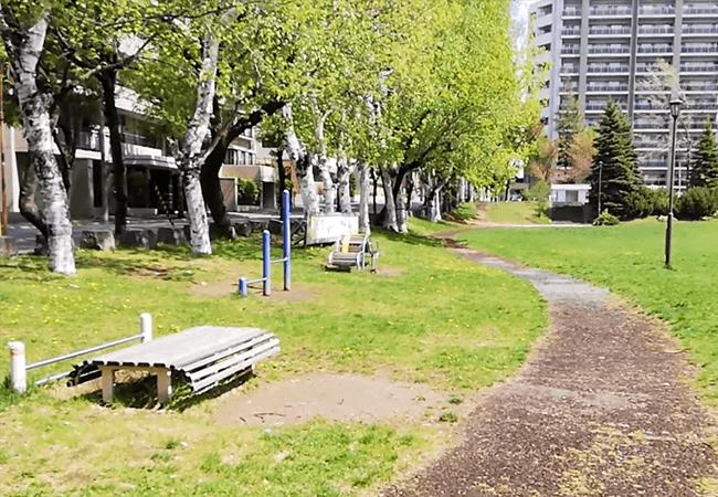 南郷丘公園健康遊具