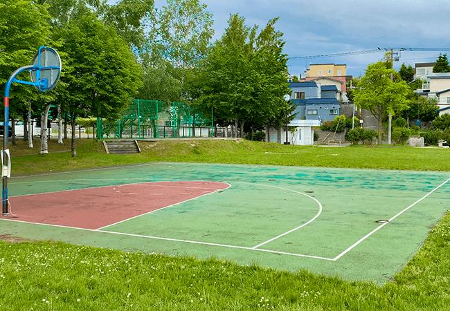 澄川北緑地バスケットコートとゴール